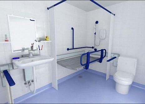 ванная комната с поручнями