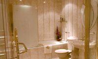 Используем пластиковые панели при ремонте ванной комнаты