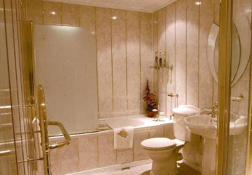 так выглядит ванная, отремонтированная пластиковыми панелями