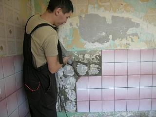 подготовка поверхности (удаление старой плитки)