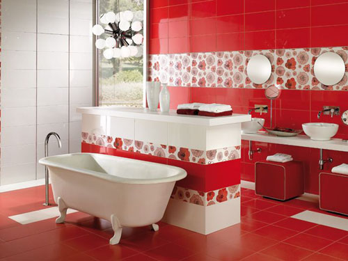 красная ванная с элементами белого