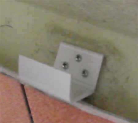 Крепление ванны к стене своими руками видео