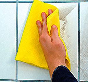 мытье кафельной плитки в ванной