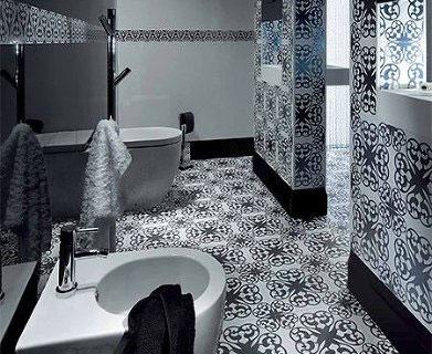 необычное оформление черно белой ванной