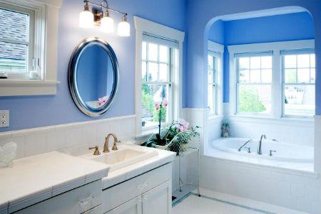 окрашенная ванная выглядит очень стильно