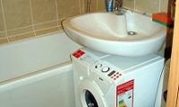 Прячем стиральную машину в ванной