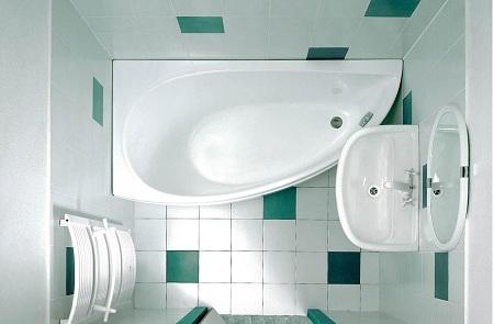 угловая металлическая ванна - отличное решение для маленькой комнаты