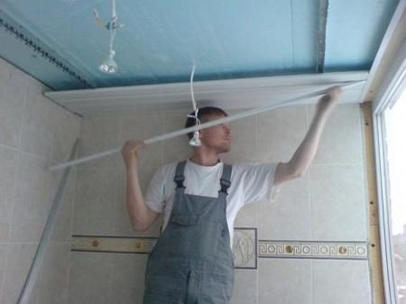 панельный потолок в ванной комнате