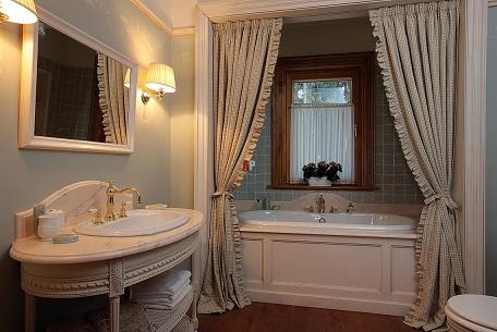 пафосная ванная в английском стиле