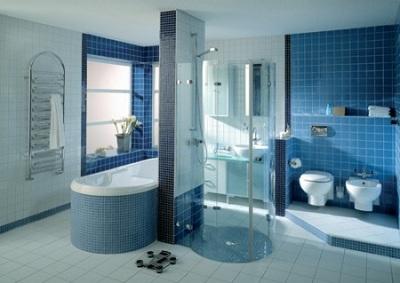 планировка ванной комнаты в голубом цвете