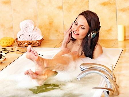 принятие ванны с морской солью полезно