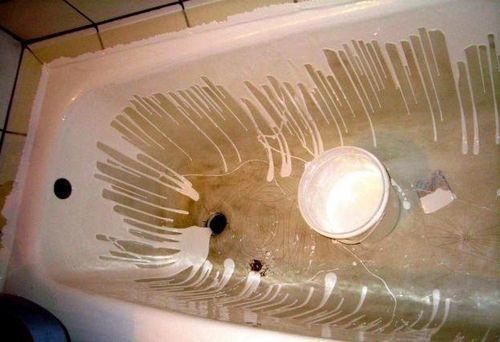 нанесение акрила на ванну