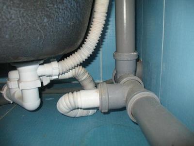 Установка пластиковых ванн