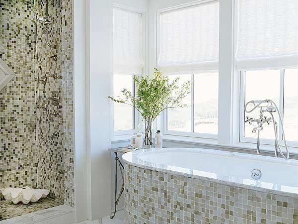 светлая ванная благодаря белому цвету