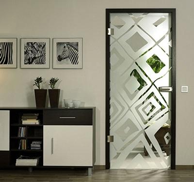 сочетание стеклянных дверей с интерьером