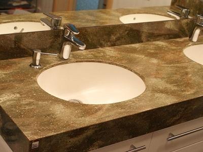 столешница в ванной из искусственного камня