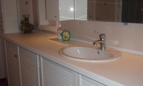 столешница для ванной, изготовленная своими руками