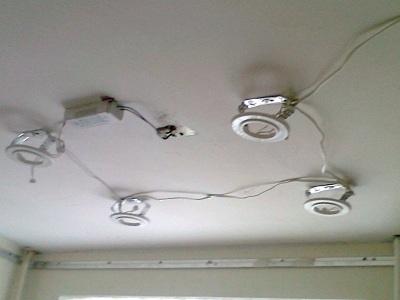 устройство освещения под подвесным потолком